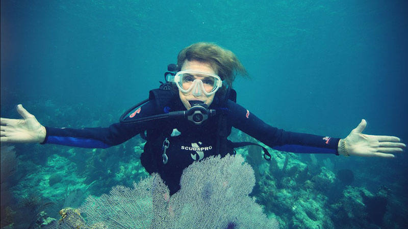 Sylvia Earle goes live and underwater
